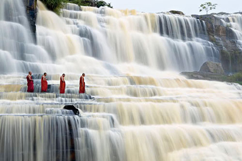 dalat_waterfallmonks