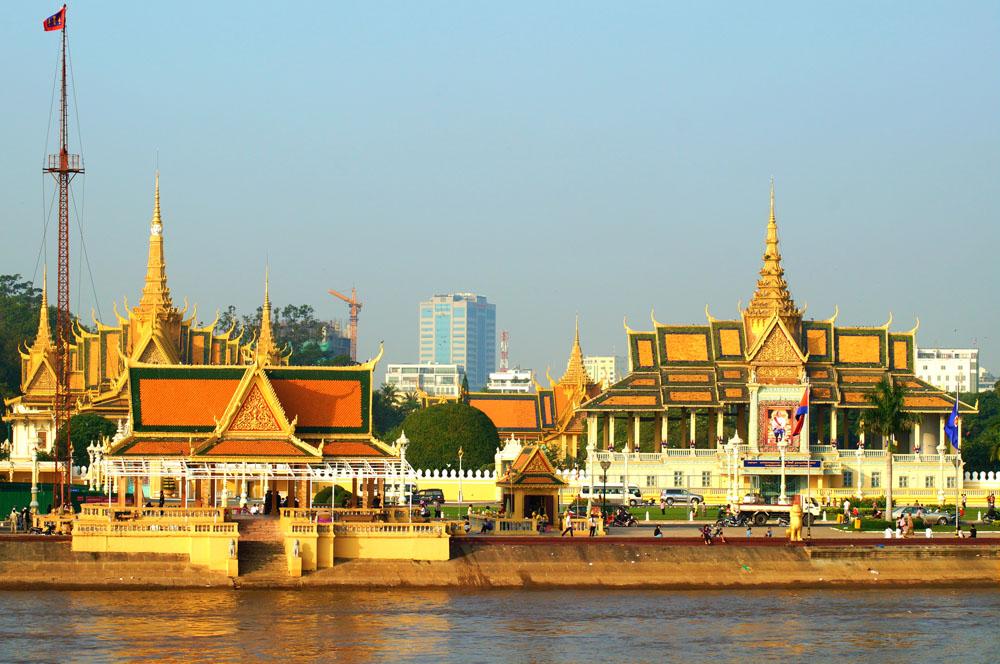 Phnom Penh riverside_Cambodia